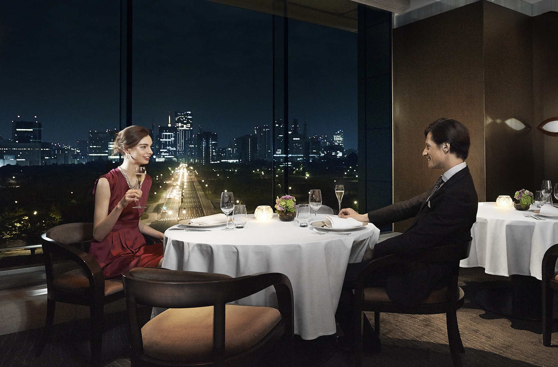 Palace Hotel Tokyo – Crown with Models – F2