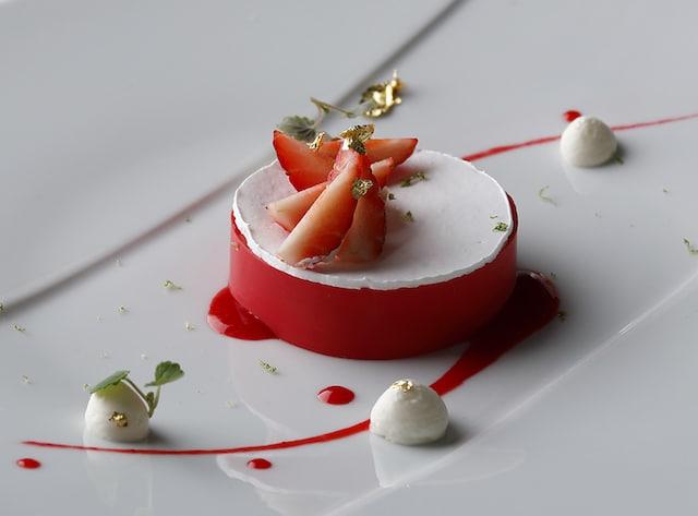 Palace Hotel Tokyo Crowns Spring 2019 Strawberry Sorbet Mascarpone H2