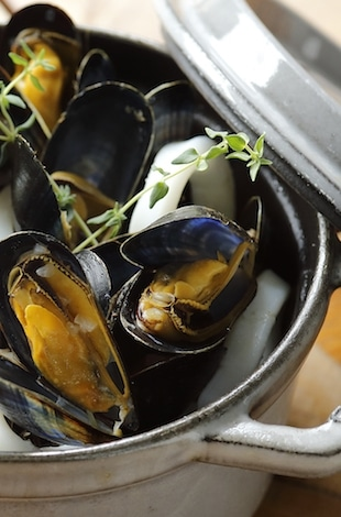 Palace Hotel Tokyo – Grand Kitchen's Autumn 2017 Steamed Blue Mussels & Squid En Cocotte – T2