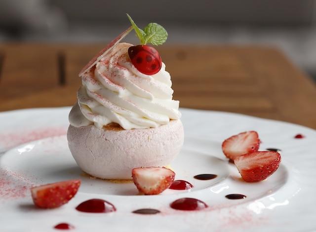 Grand Kitchen Tokyo - Palace Hotel Tokyo - Spring 2018 Strawberry Pavlova - H2
