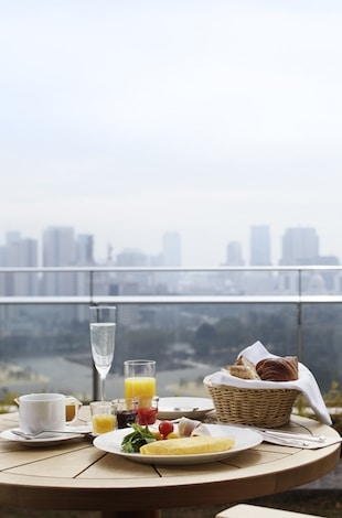 Palace Hotel Tokyo Guestroom Balcony with Breakfast Presentation T2 1