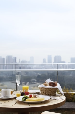 Palace Hotel Tokyo Guestroom Balcony with Breakfast Presentation T2