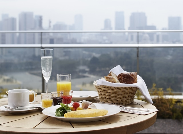 Palace Hotel Tokyo – In-Room Dining Breakfast – Balcony – H2