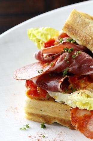 Palace Hotel Tokyo – Lounge Bar Privé's Herb Waffle with Iberico Ham – T2