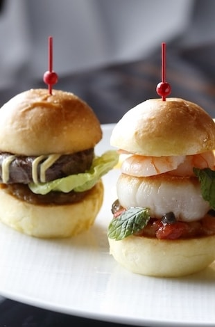 Palace Hotel Tokyo – Lounge Bar Privé's Trio of Sliders – T2