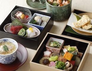 Best restaurants in Tokyo- Palace Hotel Tokyo – Wadakura's Spring 2017 Hanami Bento Haruka – HT2
